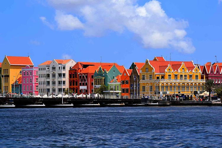 Queen Emma bridge, Curacao